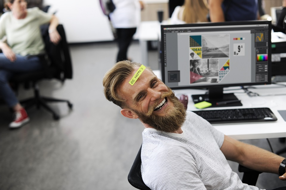 kontor, glad mand_960